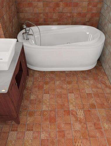 Amenajare-baie-cu-faianta-vintage-ANTIQUE-KEROS-4