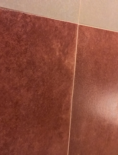 Amenajare baie cu gresie bordo gama CERE Unicom Starker
