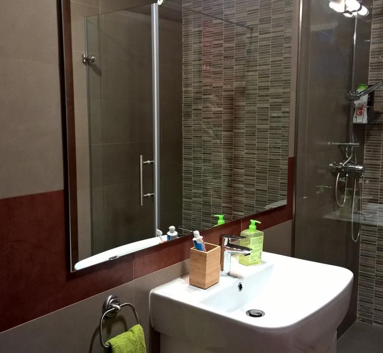 Amenajare baie cu gresie si mozaic