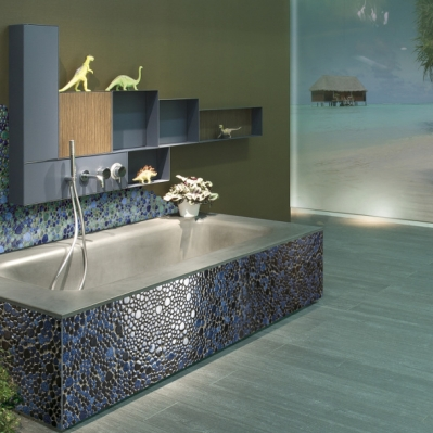 Baie amenajata cu mozaic albastru din marmura - BLISS ART DESIGN
