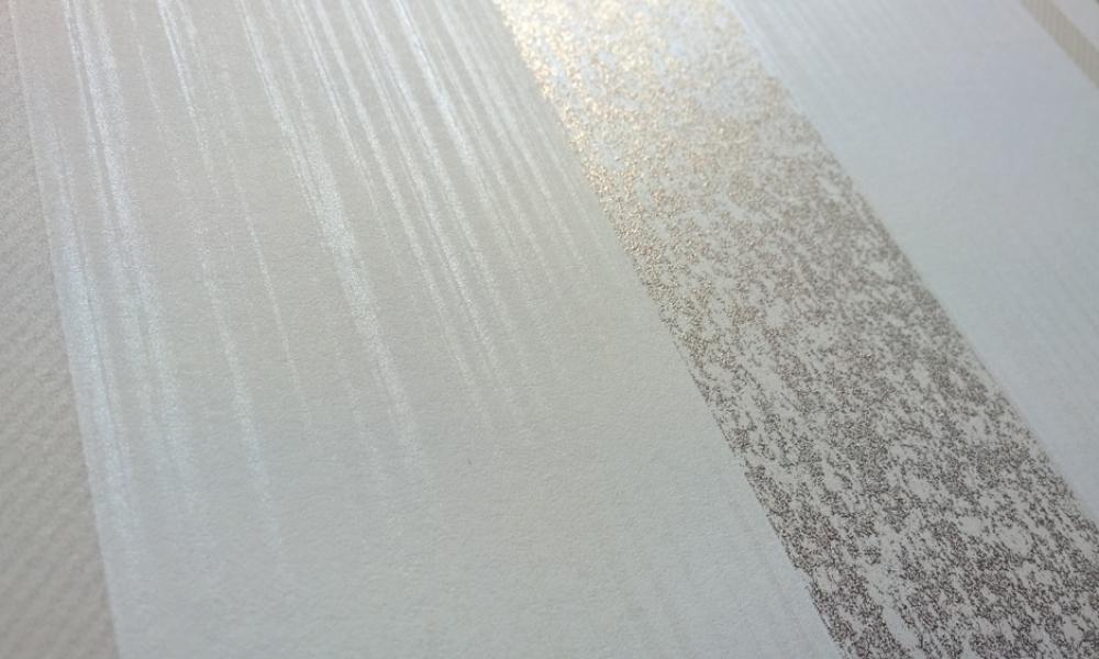 Bliss-Art---Tapet-modern-alb-cu-dungi-argintii-24-CARAT
