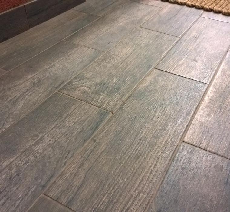 Gresie portelanata glazurata cu aspect de lemn pentru exterior  KEROS