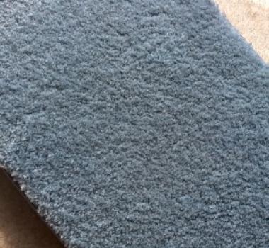 Mocheta-matasoasa-si-pufoasa-albastra-gama-SATIN