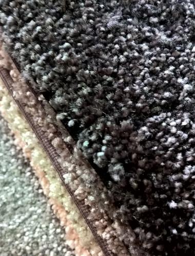 Mocheta neagra pufoasa cu suprafata satinata gama SECRET