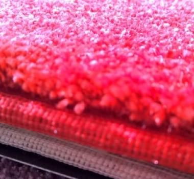 Mocheta-rosie-pufoasa-pentru-dormitor-gama-SATIN