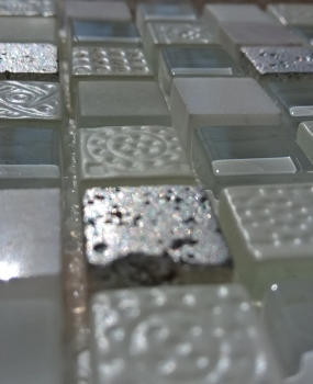 mozaic-alb-din-marmura-cu-gravura-productie-keros