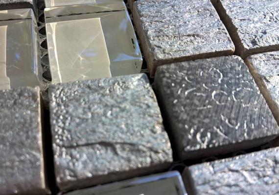 Mozaic-argintiu-din-marmura-si-sticla-JUNIOR-SILVER-1