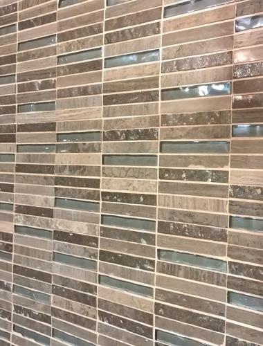 Mozaic din marmura si sticla pentru zona de dus