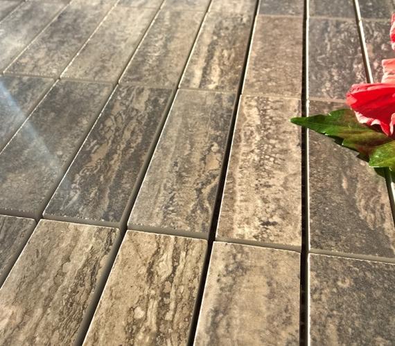 mozaic-ieftin-cu-suprafata-lucioasa-lichidare-de-stoc-traces-polished-charcoal-productie-italia
