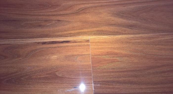 OLMO LUCIA - Parchet laminat lucios 8 mm clasa trafic 32 / AC4 KAINDL