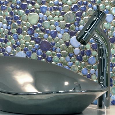 Perete baie decorat cu mozaic albastru din marmura - BLISS ART DESIGN