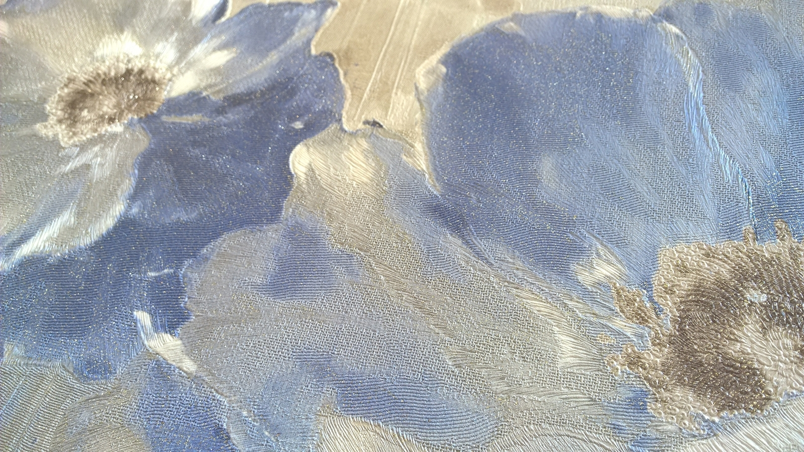 tapet-din-vinil-lavabil-cu-flori-albastre-pentru-dormitor-si-living-gama-victoria-7