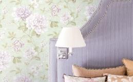 Amenajarea dormitorului cu tapet romantic
