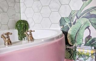 Despre amenajarea cu tapet in baie