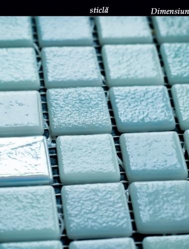mozaic din sticla perlata albastru aguamarina 31,5 x 31,5 cm pe placa